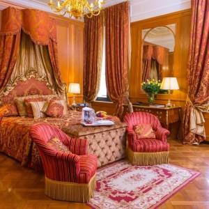 VIAGGIO SOLA: BENESSERE E RELAX PER LE VIAGGIATRICI OSPITI AL GRAND HOTEL MAJESTIC DI BOLOGNA