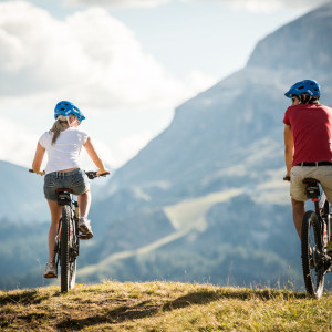 A MOVIMËNT UN'ESTATE IN BIKE ED E-BIKE: IDEE E SUGGERIMENTI NEL PARADISO DELL'OUTDOOR